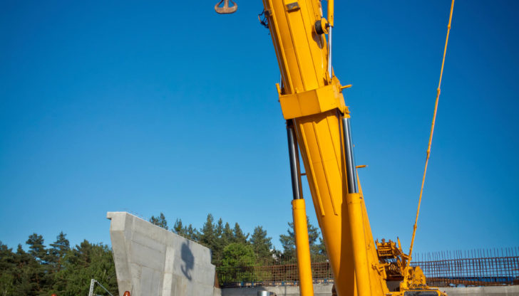 Benefits of All Terrain Cranes
